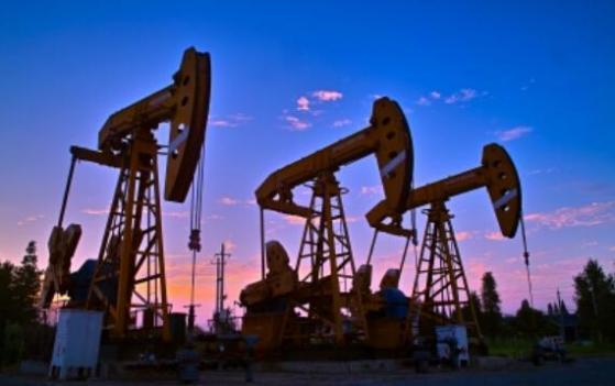 原油交易提醒:美股上涨勉强支撑油价,但OPEC下调需求预期,还需警惕OPEC+本周会议无所作为