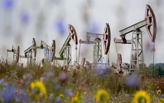"""国际油价创逾三周新低,美油跌超3%;API库存大增,德国新推封锁,供应端却""""不收敛"""""""