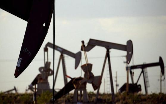 """布油重挫5%,美油逼近十八年新低;美国API库存暴增,沙特欲继续""""雪上加霜"""""""