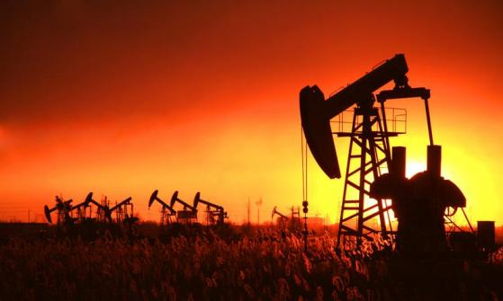原油交易提醒:美油连续五周维持震荡,三大因素或决定走向,警惕气候因素增加不确定性